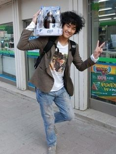 Past Photo of Kim Soo Hyun (김수현), his destiny with Cass (His Beer Commercial Now)?? LOL #KimSooHyun #SooHyun