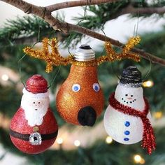 We've put together a festive craft that will have the entire family getting creative to design original homemade Christmas ornaments. Best of all, you can find everything you need to make these at Dol (Best Christmas Ideas) Christmas Ornament Crafts, Noel Christmas, Christmas Projects, Holiday Crafts, Christmas Decorations, Tree Decorations, Christmas Bulbs, Christmas Crafts For Adults, Diy Christmas Crafts To Sell