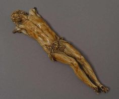 RARE CHRIST en ivoire sculpté par P.S AILLOT, 17ème siècle