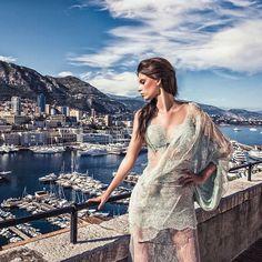 "521 Gostos, 2 Comentários - Micaela Oliveira (@micaelaoliveiraoficial) no Instagram: ""Good sunday ! 💙 #hautecouture #monaco #dresses #lovemyjob #fashion #beauty #woman…"""