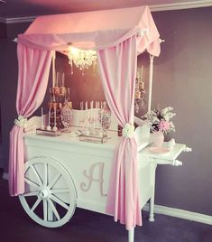 Oct 2019 - Yoliez Creative candy buffets's Baby Shower / Foot prints baby shower - Photo Gallery at Catch My Party Baby Shower Candy, Shower Party, Baby Shower Parties, Baby Shower Themes, Baby Candy, Deco Buffet, Deco Ballon, Sweet Carts, Candy Cart