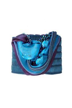 armsieraad: textiel, turkoois, glaskralen Textiles, Turquoise Glass, Mix Media, Glass Beads, Fabrics, Bracelets, Bags, Fashion, Textile Jewelry
