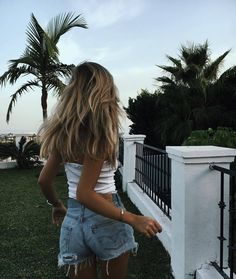 """""""Fall in love with someone that tastes like adventure but looks like the calm, beautiful morning after a terrible storm """" Selfie Foto, Summer Outfits, Cute Outfits, Girl Outfits, Mode Ootd, Foto Casual, Fashion Mode, 90s Fashion, Fashion Beauty"""