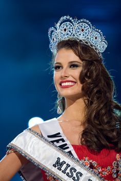 Stefanía Fernández Krupij (n. Mérida, Venezuela - 4 de septiembre de 1990)  modelo y reina de belleza venezolana, ganadora de los títulos de Miss Venezuela 2008 y Miss Universo 2009.