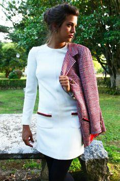 Vestido de crepe de lana elástico y chaqueta larga en tejido de cintas Laura Caicoya and Nugar Gil ❤