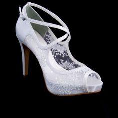 e001fa5b32 Sapato de noiva branco com renda salto alto scarpin cavezza