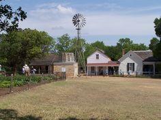Sauer-Beckmann Living History Farm – Lyndon B. Johnson State Park and Historic Site Texas Farm, Texas Hill Country, Tx State Parks, Fredericksburg Texas, Texas Travel, Historical Sites, Beautiful Places, National Parks, Texas