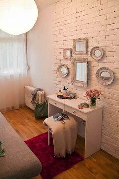 O espelho é um excelente item de decoração para qualquer ambiente dentro de uma casa. Porém geralmente os espelhos são utilizados em paredes para ampliar e trazer mais luminosidade aos local. Além de serem versáteis, os espelhos são lindos acessórios e podemos encontrá-los em diversos modelos e tamanhos, e isso com certeza facilita decorar qualquer …