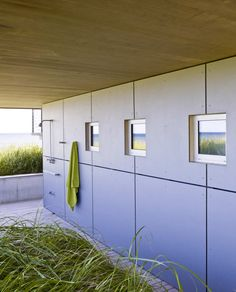 Surfside / Stelle Architects - nice detailing for the outdoor shower