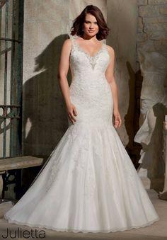 perfect mermaid v-neck plus size wedding dress, isn't it?
