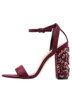 ¡Consigue este tipo de sandalias de piel de ALDO ahora! Haz clic para ver los detalles. Envíos gratis a toda España. ALDO LUCIAA Sandalias bordo: ALDO LUCIAA Sandalias bordo Zapatos | Material exterior: tela, Material interior: piel de imitación, Suela: fibra sintética, Plantilla: cuero | Zapatos ¡Haz tu pedido y disfruta de gastos de enví-o gratuitos! (sandalias de piel, cuero, leather, suede, ledersandalen, sandalias de piel, sandales en cuir, sandali in pelle, piel)