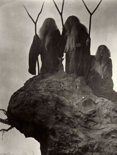 WITCHES SABBATH | marbrenoirphotography:   Welles´ Witches