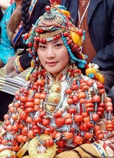 """""""In Tibet, any self-respecting woman was expected to have at least the minimum set of jewelry. This included a horned coral and pearl headset, long lotus-bug-shaped earrings, an amulet box and a string of pearls."""" tibetan-jewelry-online.jpg (696×960)"""