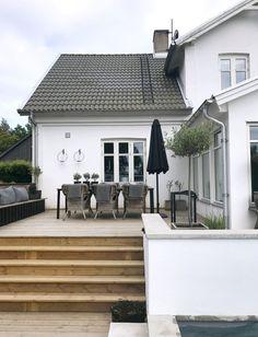 How Does Pergola Provide Shade Code: 8027108597 Outdoor Living Rooms, Outdoor Spaces, Outdoor Decor, Scandinavian Garden, House Deck, My Dream Home, Porches, Exterior Design, Future House