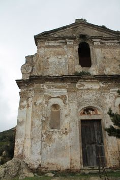 Chapelle abandonnée dans le Cap Corse. Corsica, Cap Corse, Mediterranean Art, Le Cap, Chapelle, Land Art, Nature, Coastal, Objects