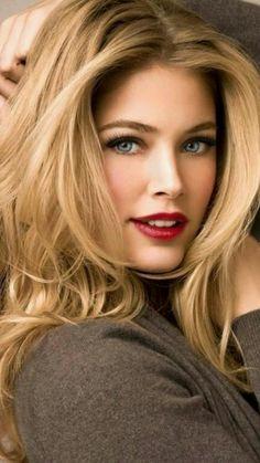 Doutzen Most Beautiful Faces, Stunning Eyes, Beautiful Girl Image, Beautiful Smile, Gorgeous Lady, Beautiful Pictures, Blonde Beauty, Blonde Hair, Hair Beauty