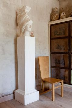 So it is no surpass their home, set on ten acres in rural Spain, is brimming with as much good taste as it is unique furniture and objet d'art.