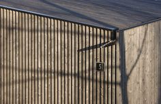 Gutter detail, timber cladding and also an interesting website. Finish architects
