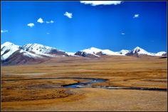 Jedziemy do Tybetu. Dwa dni. W pociągu. Pełnym Chińczyków. Jest super ;) Czytaj o tym na: http://smieszynkatravel.com/pekin-lhasa-koleja-transtybetanska/  #lhasa #pekin #kolej #transtybetańska #przez #płaskowyż #do #tybetu #chińska #obserwacje #tlen #wysokość