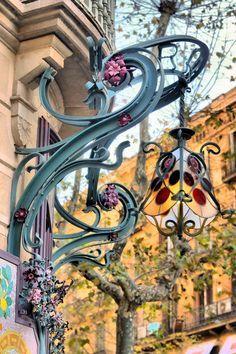 Pharmacy of Dr. Round of Barcelona. Mobiliário Art Nouveau, Art Nouveau Design, Beautiful Architecture, Art And Architecture, Architecture Details, Art Nouveau Arquitectura, Art Et Design, Jugendstil Design, Belle Epoque