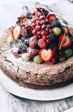 Chocolate Meringue Cake - Blue Illusion