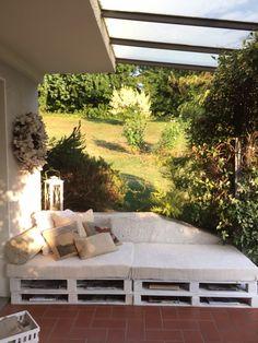 Il mio divanetto coi pallet http://www.creazionedatmosfere.com/2015/07/12/il-mio-nuovo-divanetto/