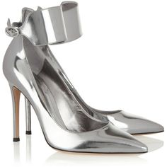 Gianvito Rossi Metallic leather pumps ($795) ❤ liked on Polyvore featuring shoes, pumps, heels, gianvito rossi, high heels, metallic, metallic shoes, metallic pointed toe pumps, metallic pumps and pointy-toe pumps