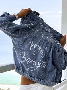 denim jacket is the perfect gift for a bride! Custom bridal jacket with any wording of your choice. Pants Outfits, Jean Jacket Outfits, Painted Jeans, Painted Clothes, Hand Painted, Demin Jacket, Blue Jean Jacket, Jacket Patches, All Jeans