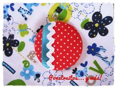 New brooch: Dots & Flowers  handmade by Ponstruitos
