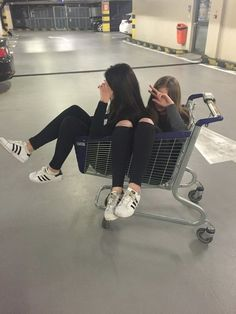 / A R Y A / / best friend besties sisters goals bff travel with bff photog Bff Pics, Photos Bff, Friend Photos, Sister Photos, Best Friend Photography, Tumblr Photography, Photography Ideas, Travel Photography, Tumblr Bff