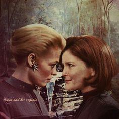 Lesbian kiss janeway seven torres kess