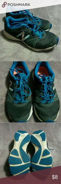 New Balance running shoes size 9 Super comfortable and cute running shoes. Lightweight breathable fabric with supportive soles. Still alot of life left in these well made shoes. From smoke free and pet free home! New Balance Shoes Sneakers