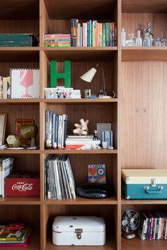 Felipe Hess é um arquiteto novinho e talentoso de São Paulo. O lar do rapaz tem tudo o que a casa de um arquiteto costuma ter: móveis com design interessante, um projeto bem bacana e muito bom gosto. O curioso é que mesmo sendo um profissional já com certa experiência, Felipe tem apenas 27 anos …