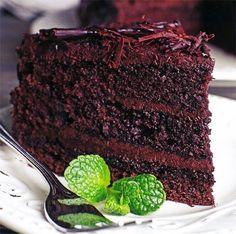 Karamelkondensmelk kan ook as bolaag gebruik word. Kos, Baking Recipes, Cake Recipes, Dessert Recipes, Baking Tips, Pizza Recipes, Chocolates, Muffins, South African Recipes