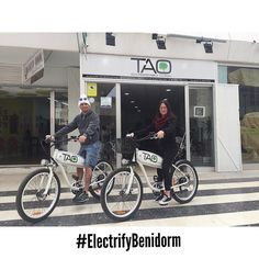 Our new customers from #wales enjoyed yesterday a wonderful route in the lighthouse of #albir and they discovered a new #benidorm with our #electricbike #taobike #ecotourism #responsibletourism