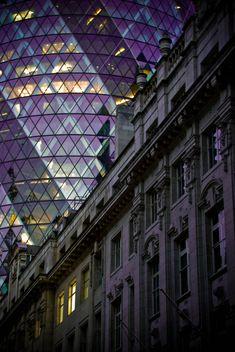 The 'Gherkin' , London, UK - Modern v Classical Architecture Antique, British Architecture, London Architecture, Classical Architecture, Beautiful Architecture, Architecture Details, Unique Buildings, Amazing Buildings, Norman Foster