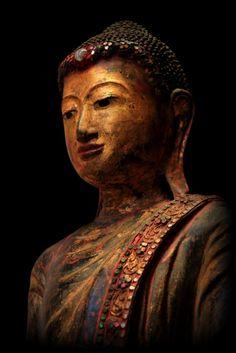 Image from http://www.antiquebuddhas.com/IMG_9634.JPG.