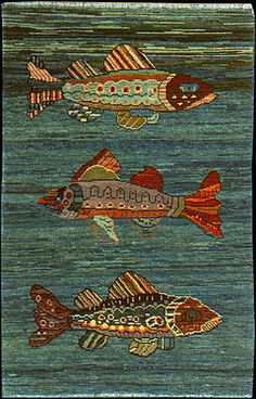 I think they would make wonderful wall fish but it might be a beautiful fish carpet Rug Hooking Designs, Rug Hooking Patterns, Penny Rugs, Fish Quilt, Animal Rug, Hand Hooked Rugs, Art Textile, Fabric Art, Rug Making