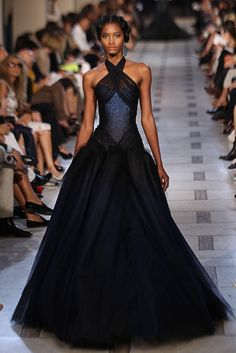 Zac Posen. Come on, why do none of these pictures ever show the backs? Still, this is stunning.