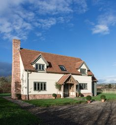 Since 1980 Border Oak have specialised in the design and construction of exceptional bespoke oak framed buildings across the UK and abroad Brick House Colors, Exterior House Colors, Exterior Paint, Craftsman Bungalow Exterior, Rendered Houses, Border Oak, Oak Framed Buildings, Oak Frame House, Small Cottage Homes