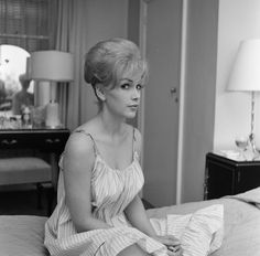 Stella Stevens, American film, television, and stage actress,. Old Hollywood Glamour, Classic Hollywood, Hollywood Celebrities, Hollywood Actresses, Stella Stevens, Classic Movie Stars, Effortless Chic, Celebrity Houses, Classic Beauty