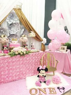 Charming-Minnie-Mouse-Birthday-Party-Gold-And-Pink-Decor #babyshowerideas4u #birthdayparty  #babyshowerdecorations  #bridalshower  #bridalshowerideas #babyshowergames #bridalshowergame  #bridalshowerfavors  #bridalshowercakes  #babyshowerfavors  #babyshowercakes