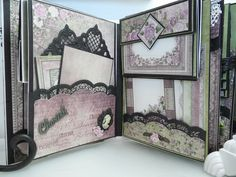 A mini album to keep pictures of loved ones close to me that have passed. Mini Photo Albums, Mini Albums Scrap, Mini Scrapbook Albums, Photo Album Scrapbooking, Diy Mini Album, Mini Album Tutorial, Box Surprise, Tutorial Scrapbook, Album Vintage