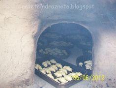 Cornuleţe cu untură şi bors la cuptorul cu lemne