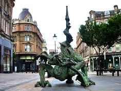 Dundee dragon, town center (I just love how art is incorporated into so many Scottish cities and landscapes!!)