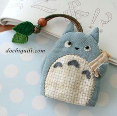 Totoro bookmark. <3 Perfect cuz i LOVE TOTORO and I LOVE reading!!!: