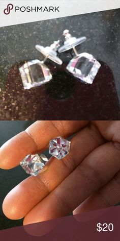 Crystal earing Beatiful crystal earing. Only used a couple times. Jewelry Earrings