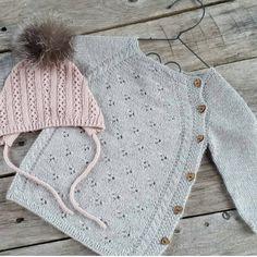 Nyfødtbody Som Ble Jakke Babystrikk K Babystrikk - Diy Crafts Knitting For Kids, Baby Knitting Patterns, Knitting Designs, Brei Baby, Toddler Sweater, Bolero, How To Purl Knit, Baby Sweaters, Knitwear