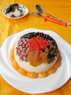 过年了为家人做一盘八宝饭 ,寓意团团圆圆多好。 糯米糯米:营养丰富,为温补强壮食品;具有补中益气,健脾养胃,止虚汗之功效,对脾胃虚寒,食欲不佳,腹胀腹泻有一定缓解作用