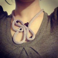 collana di lana lilla collana lana e mezzicristalli tricotin